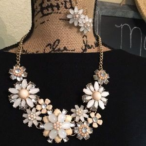 TALBOTS STATEMENT NECKLACE AND EARRINGS SET 🌸